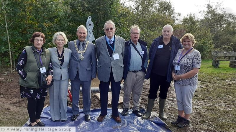 L to R: Mary Tull (Treasurer), Lady Mayoress Carol Whittle, Mayor Of Bridgnorth Ron Whittle OBE, Ray Matthews  who constructed the sculpture (Membership Secretary), Steve Tull and Malcolm Peel (Member